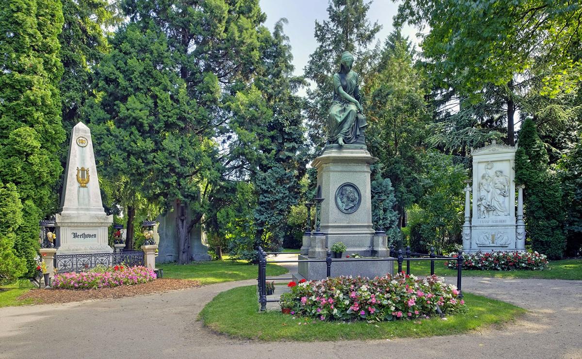Zentralfriedhof Wien mit den Grabstätten von Beethoven, Schubert und Mozart. Quelle: Presse-Service der Stadt Wien. Copyright: Schaub-Walzer/PID