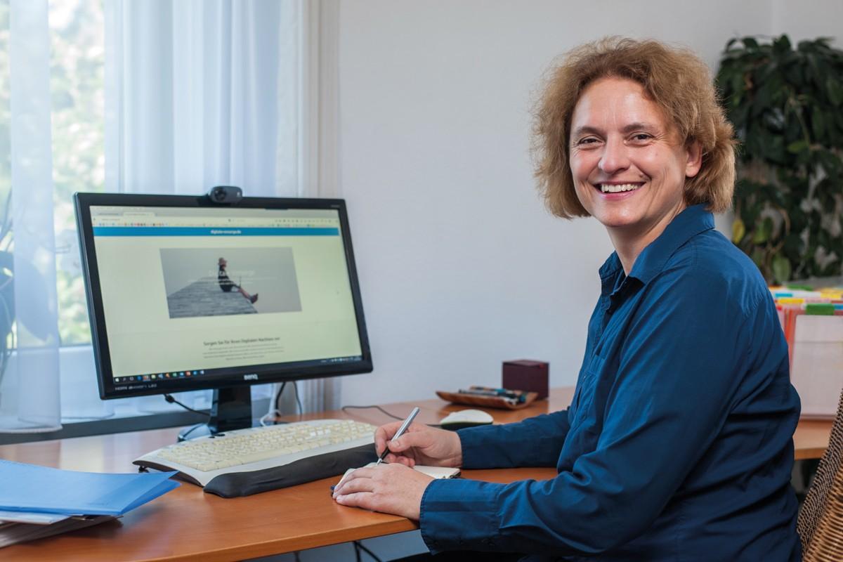 Mit Beratung zu allen Fragen an der Schnittstelle von Mensch, Tod und Internet will Birgit Aurelia Janetzky dazu beitragen, dass das Bewusstsein bei den Menschen wächst und Unternehmen, Verbände und Freiberufler die Digitalisierung auf eine gute Weise in ihre Produkte, Dienstleistungen und Beratungen integrieren können.