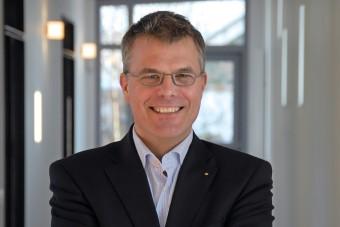 Als Geschäftsführer von Rapid Data weiß Christian Greve: Für Bestatter ist es nicht nur wichtig, online Präsenz und Transparenz zu zeigen, sondern der Trauergemeinde auch Services zu bieten, die über die Organisation einer Bestattung hinausgehen.